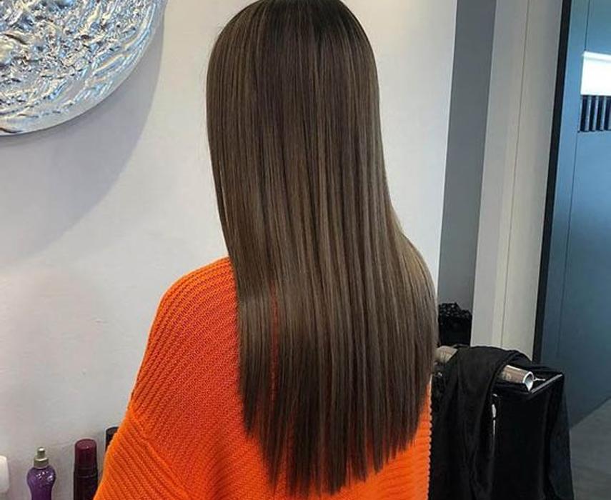 прямые волосы прически 2020
